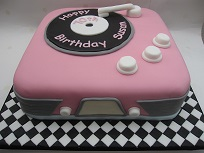 retro record player birthday cake